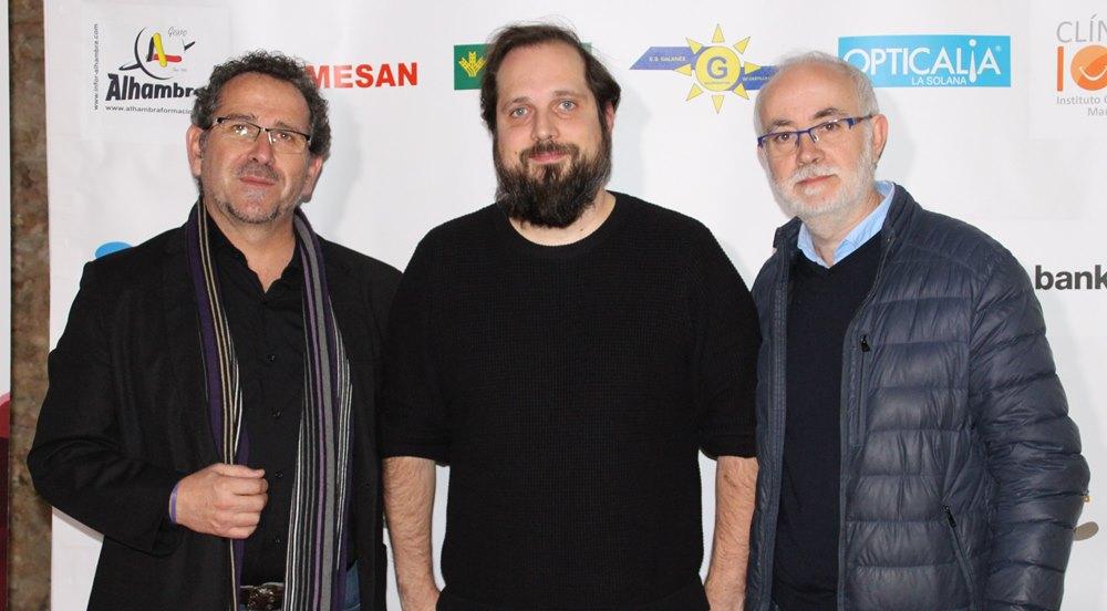 Cineasta Junto Alcalde y Paco