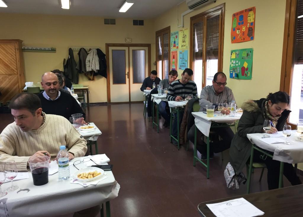 Panel de expertos en la eleccion de vinos ganadores